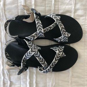NWOT Chaco Z2 sandals B&W Aztec Pattern